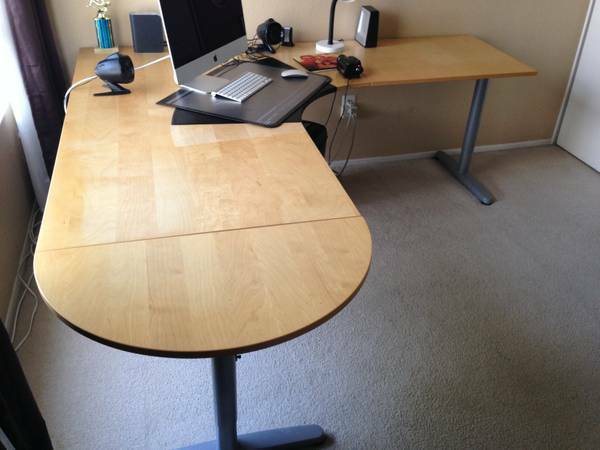 Photo Ikea Left or Right Facing L-Shaped Desk in Excellent Condition - $160 (Miramar)