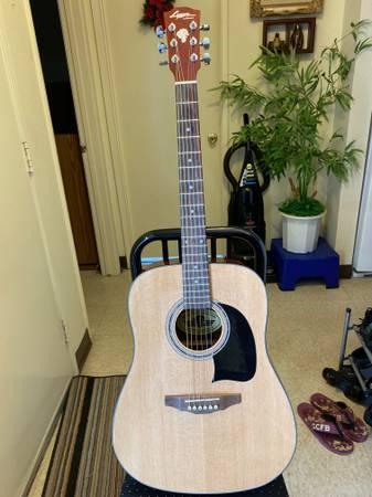 Photo Lyon by Washburn Acoustic Guitar, like new. WTunner Built-in - $85 (Mira Mesa Blvd)