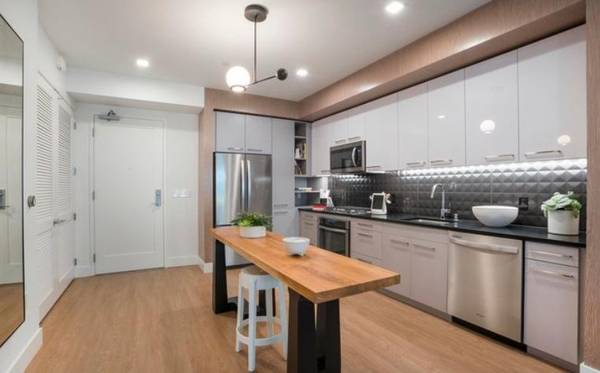 Photo Mid-Century Modern  1 bed  hardwoods  central air  move in ready (Downtown  East Village (San Diego))