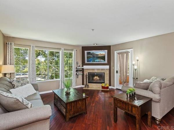Photo Nicely located upper corner dual-master condo with balcony (Rancho Bernardo)