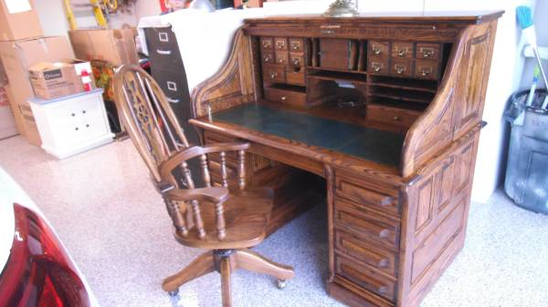 Photo Oak Crest Roll Top Desk and Matching Chair - $499 (Lake San Marcos)