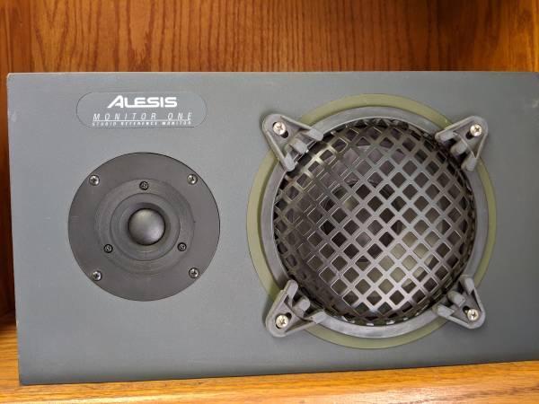 Photo Speakers Alesis Monitor One - $200 (Rancho Bernardo)