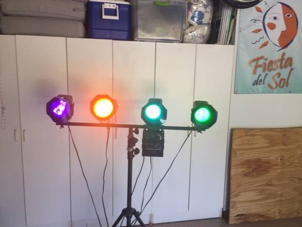 Photo Stage Lights  4 on stand - $75 (Solana Beach)