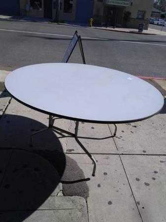 Photo Used Commercial 60quot Diameter Round Table - Restaurant Equipment (2606 Imperial Avenue)