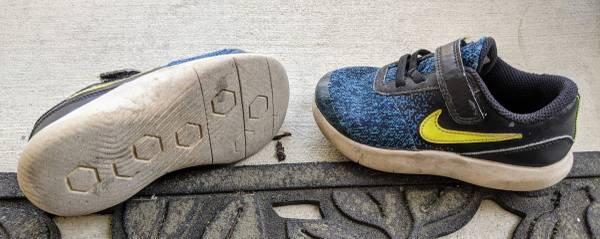 Photo Used kids size 10 nike sneakers (ENCINITAS)