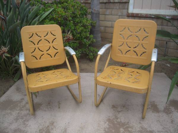 Photo VINTAGE 195039S METAL PORCH OR PATIO GLIDER AND CHAIRS - $2500 (CARLSBAD)