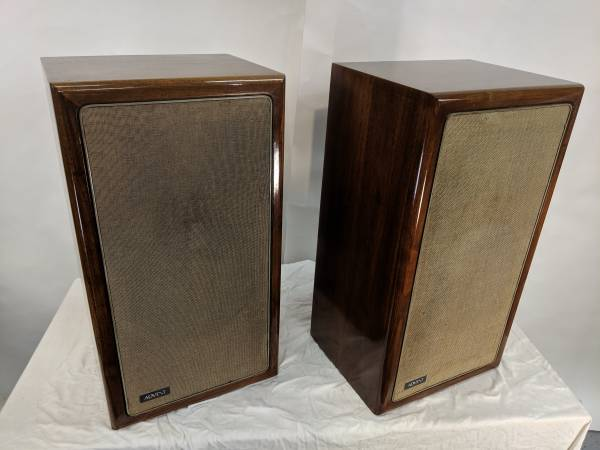 Photo Vintage Advent Loudspeakers, Walnut Cabs - in excellent condition - $250 (El Cajon)
