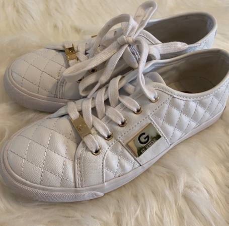 Photo Womans GUESS shoes - $15 (Rancho Bernardo)