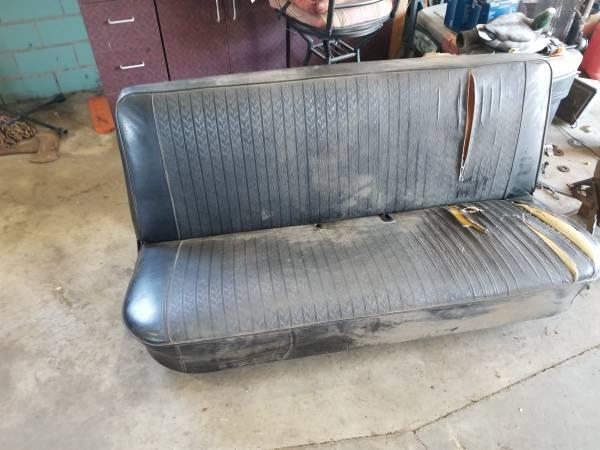 Photo 73-79 ford truck bench seat - $75 (Norwalk)