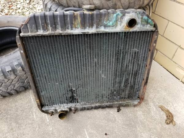 Photo 73-79 ford truck radiator - $100 (Norwalk)