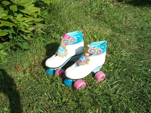 Photo Barbie Roller Skates Girl39s size 1213 - $20 (Painesville township)