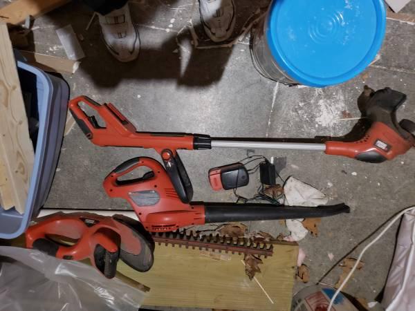 Photo Black and decker garden tools - $25 (Perkins Township)