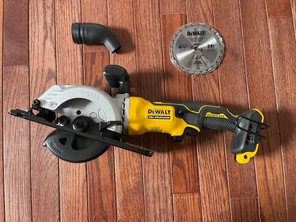 Photo DEWALT ATOMIC 20-Volt MAX Cordless Brushless 4-12 in. Circular Saw (T - $100 (Plymouth)