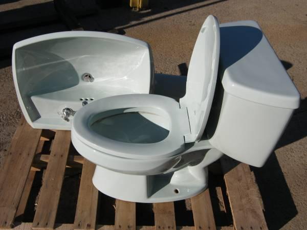 Photo Kohler Pedestal Sink  Toilet - $25 (Sandusky,Oh.)