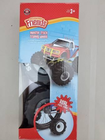 Photo Schwinn Monster Real Truck Tread Tires Training Wheels Bike Bicycles - $20 (Lakeside Marblehead)