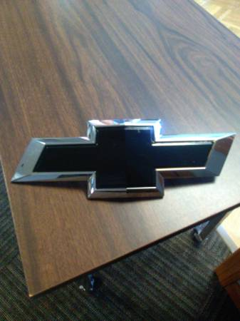Photo Tahoe Suburban 2015 to 2018 Front  rear Bow Tie Emblem OEM - $5