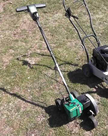 Photo Weed eater Lawn Edger .. Light weight - $50 (Amherst)
