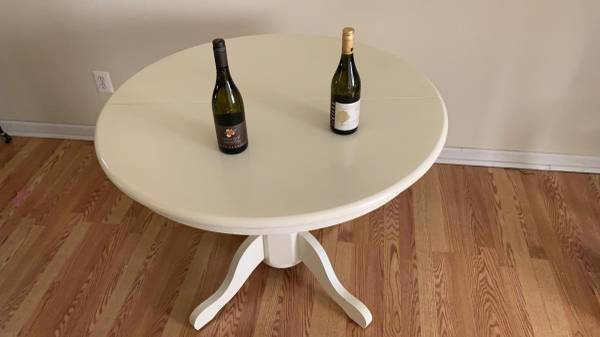 Photo White Solid Wood Round Table - $100 (Bloomfield Hills)