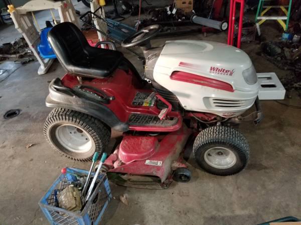 Photo White gt garden tractor 24 hp 50 quotmower - $500 (North Fairfield)