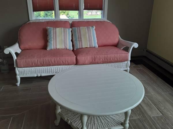 Photo White wicker complete set - $1,500 (Sandusky. Oh)
