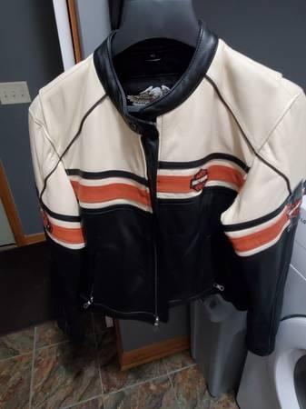 Photo Womens Harley Davidon Heavy Leather Jacket - $200 (Clyde)