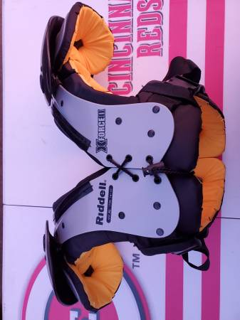 Photo Youth XL Football Shoulder Pads Riddell XFORCEII Like NEW Condition - $30 (Lakeside Marblehead)