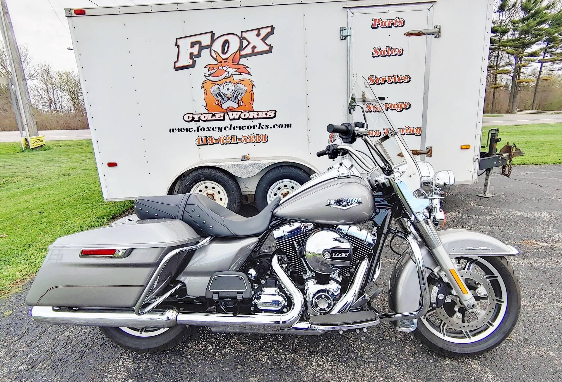 Photo 2016 Harley-Davidson Road King $16995