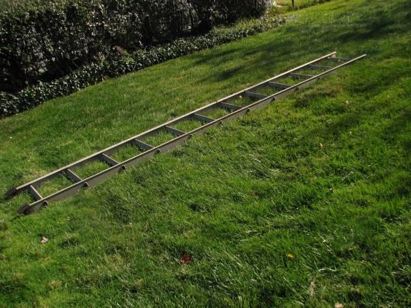 Photo ladder 12 ft aluminum - $45 (roseville)