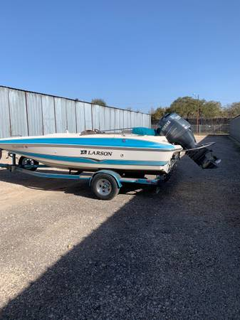 Photo 2006 Larson 22 Deck Boat 150 Yamaha - $15,900 (South Austin)