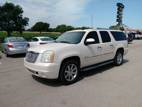 Photo 2009 GMC YUKON XL DENALI LUXURY EDITION - YOU ARE APPROVED - $2000 (2000 IS THE DOWN PAYMENT - TEXT BILLY TODAY 6024303964)