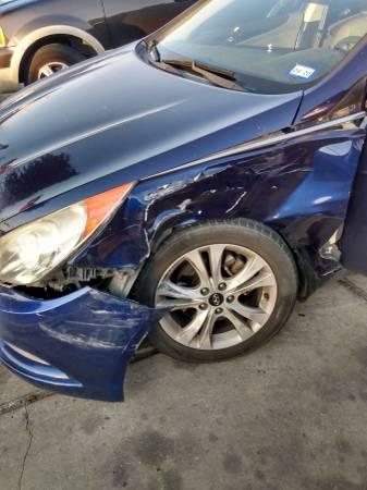 Photo 2011 Hyundai Sonata (SUSPENSION DAMAGE) (San marcos, TX)