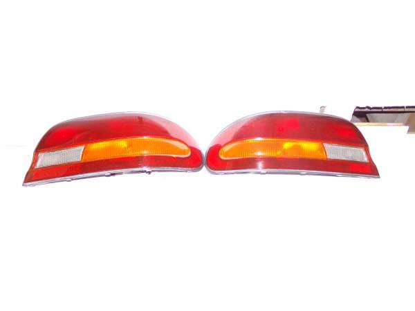 Photo 95-97 Nissan Altima GLE tail lights R and Left used good condition. - $85 (Seguin Texas)