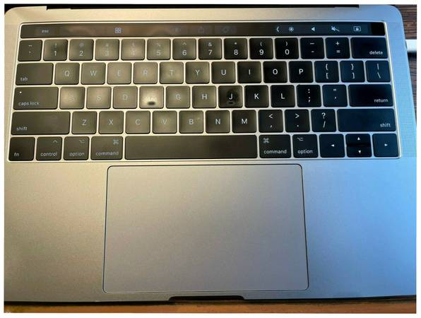 Photo Apple Macbook Pro 13quot Pristine Barely used Touchbar and ID 512SSD 16GB - $260 (Kerrville)