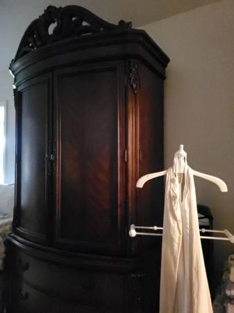 Photo Armoire dresser Entertainment media tv cabinet - $300 (New Braunfels)