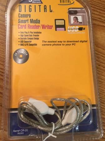 Photo Digital Smart Media Card Reader - older technology - new in package - $3 (183Braker)