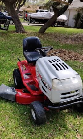 Photo Huskee Riding Mower - $450 (New Braunfels)