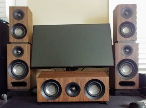 Photo Onkyo Receiver and Jamo Home Speakers LIKE NEW - $450 (NEW BRAUNFELS)
