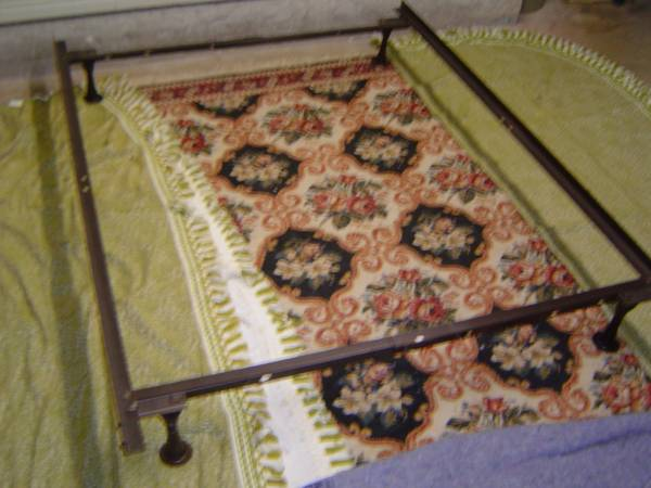 Photo Queen Size metal bed frame - $40 (San Marcos,Texas)