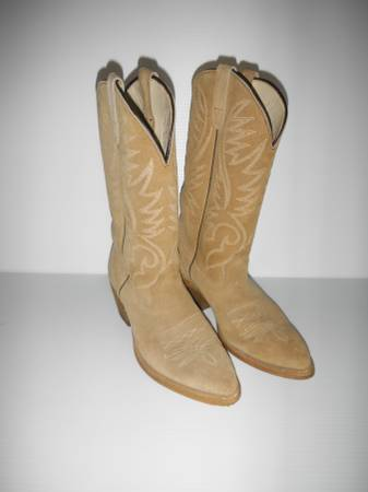 Photo REDUCED - Tan Suede Boots 8 12 D - $50 (South Austin)