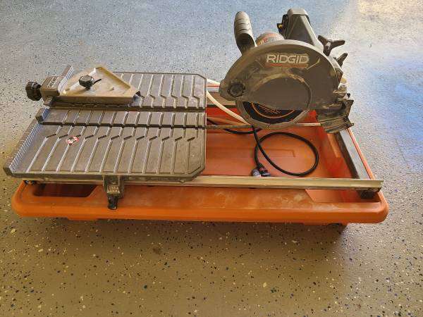 Photo RIDGID R4030 Tile Saw w trowels and spacers - $150 (Pebble Creek)