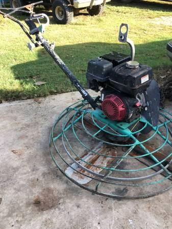 Photo Trowel machine - $1,200 (San Marcos)