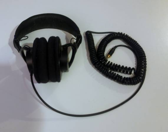 Photo Used Sony MDR-7506 Studio MonitorMixing Headphones - $20 (San Marcos)