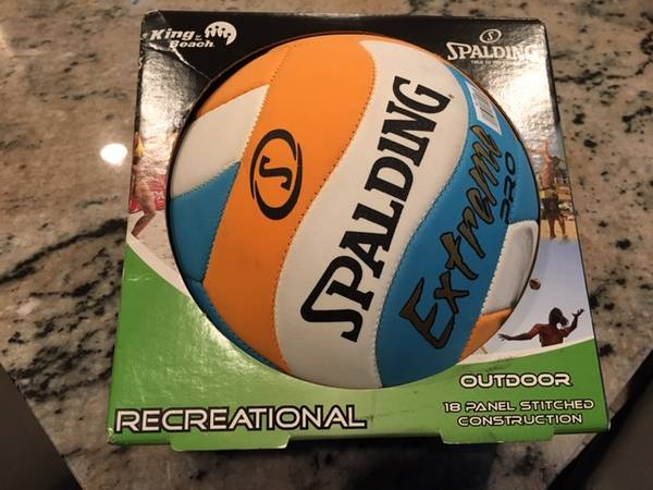 Photo Volleyball Spalding Soft Sand Extreme Pro - $15 (nw austin3602222city park rd)