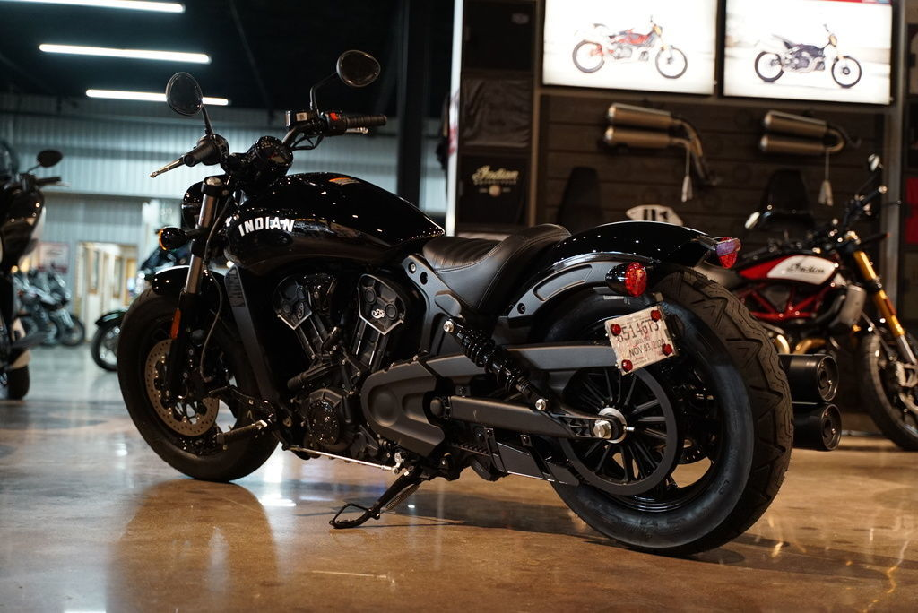 Photo 2021 Indian Motorcycle Challenger Thunder Black $22999