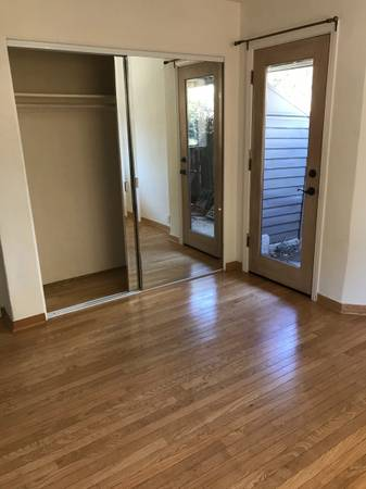 Photo $1100 mon. Private entrance room for rent in our house (Goleta)