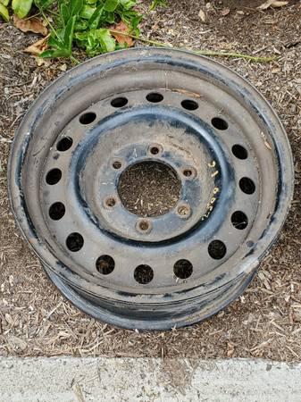 Photo 16quot 6 - Lug Chevy Rim (Foothill Rd  La Cumbre Rd)