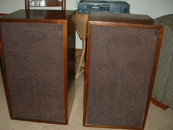 Photo 1970s Utah Heritage HS1-C 3-Way High Fidelity Tower Speakers - $80 (goleta)