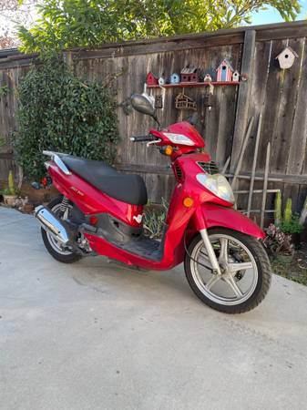 Photo 20010 SYM 200 Scooter - Delivery Available - $1,300 (Santa Barbara)