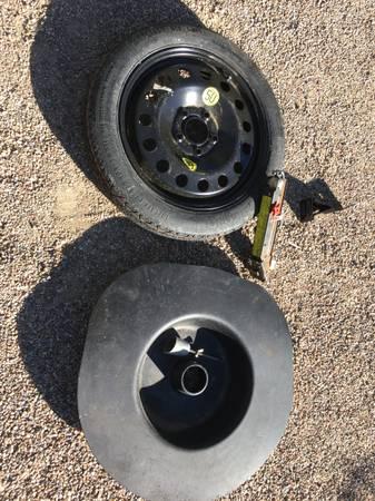 Photo BMW E46 Spare Tire, Jack  Tub - $200 (SANTA BARBARA)