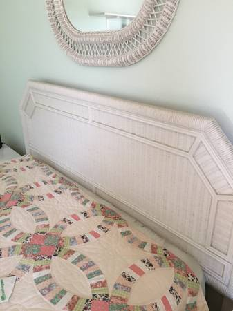 Photo Beautiful white wicker bedroom set - $350 (Carpinteria)